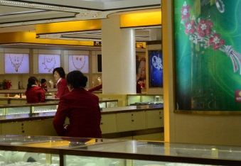 Yu Garden is full of jewelry shops like these, with each table staffed with at least 2-3 women in uniform, ready to assist you with your diamond needs.