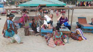 India_beach_sellers